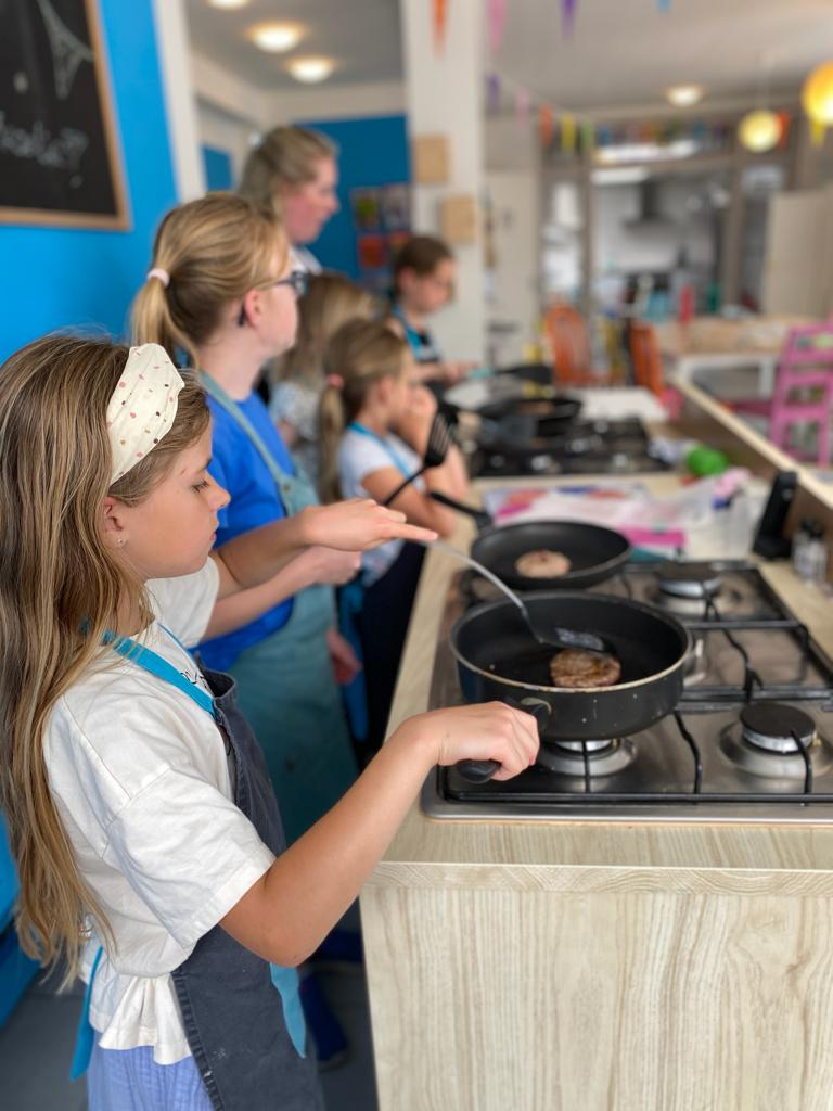 leren koken achter het fornuis